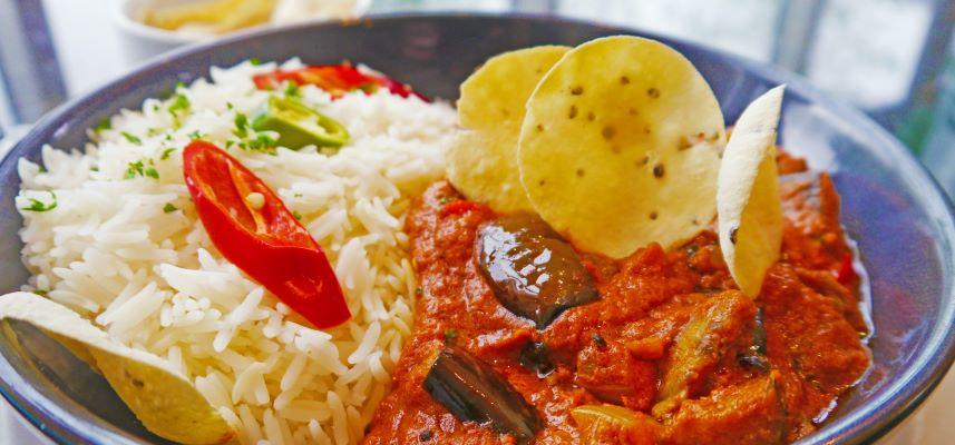Caril de Goa com arroz basmati e papadum