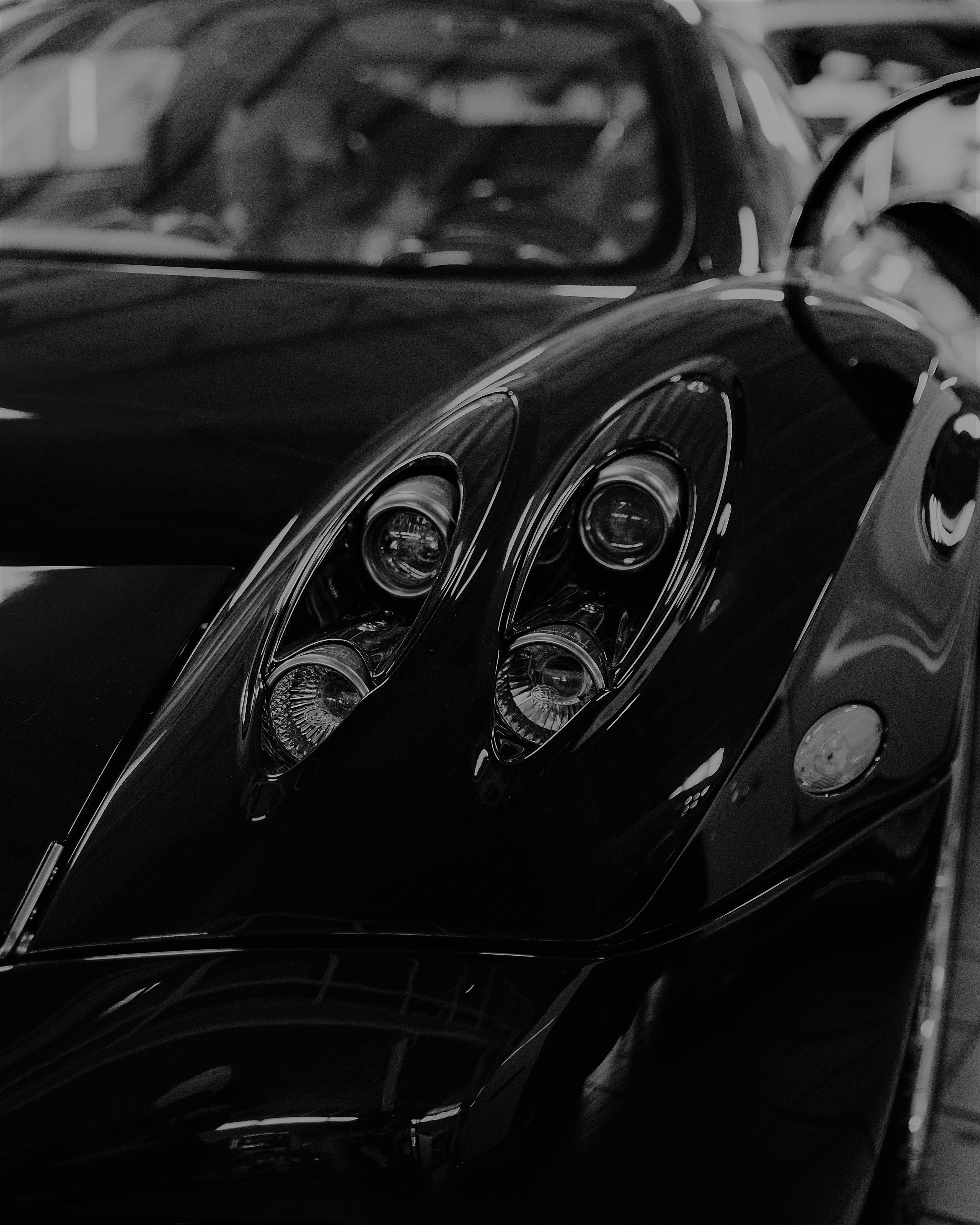 Faróis de carro preto