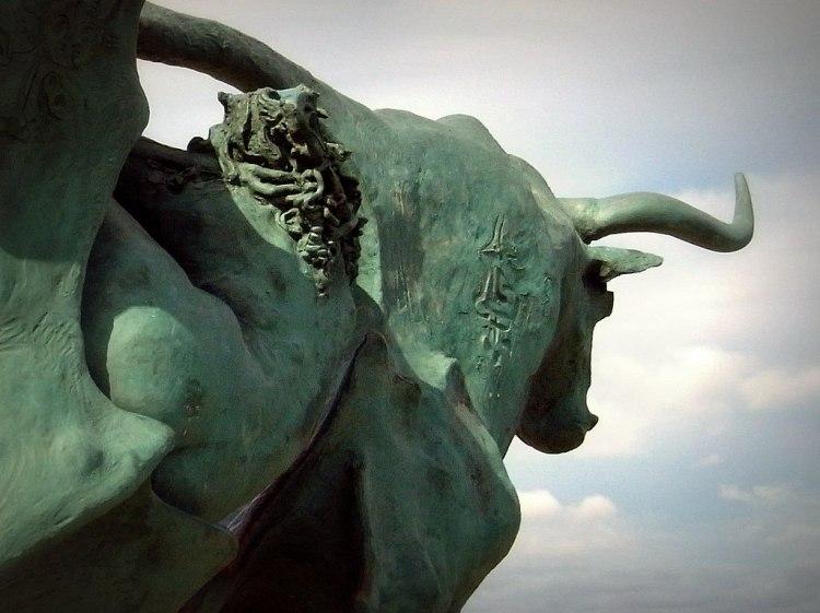 Estátua de touro