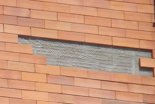 revestimento-fachada-edificio-descolado