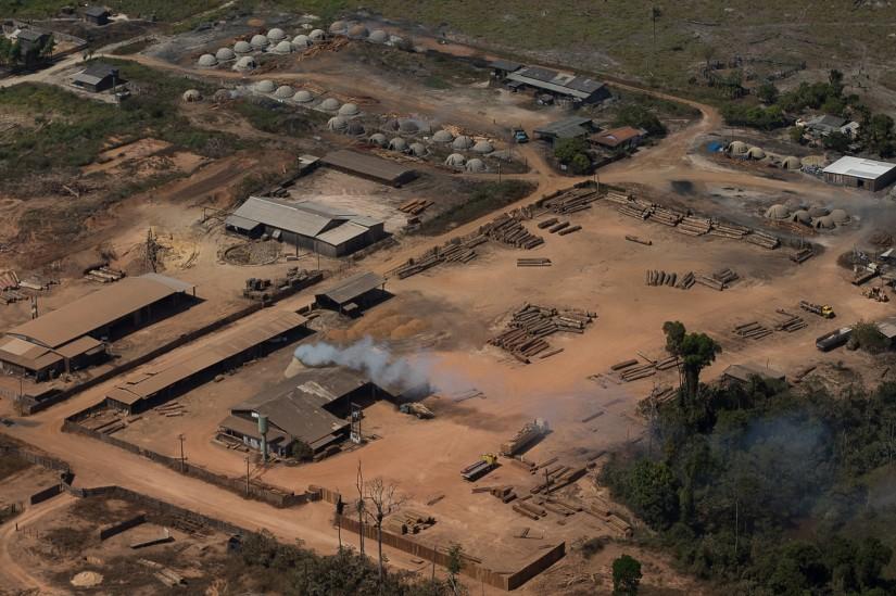 Vista aérea de madeireiras em local conhecido como Vila Nova Samuel, próximo a Porto Velho. 07 de agosto de 2020. (Foto Bruno Kelly/Amazônia Real)