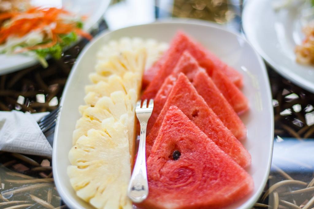Prato com melancia e ananás