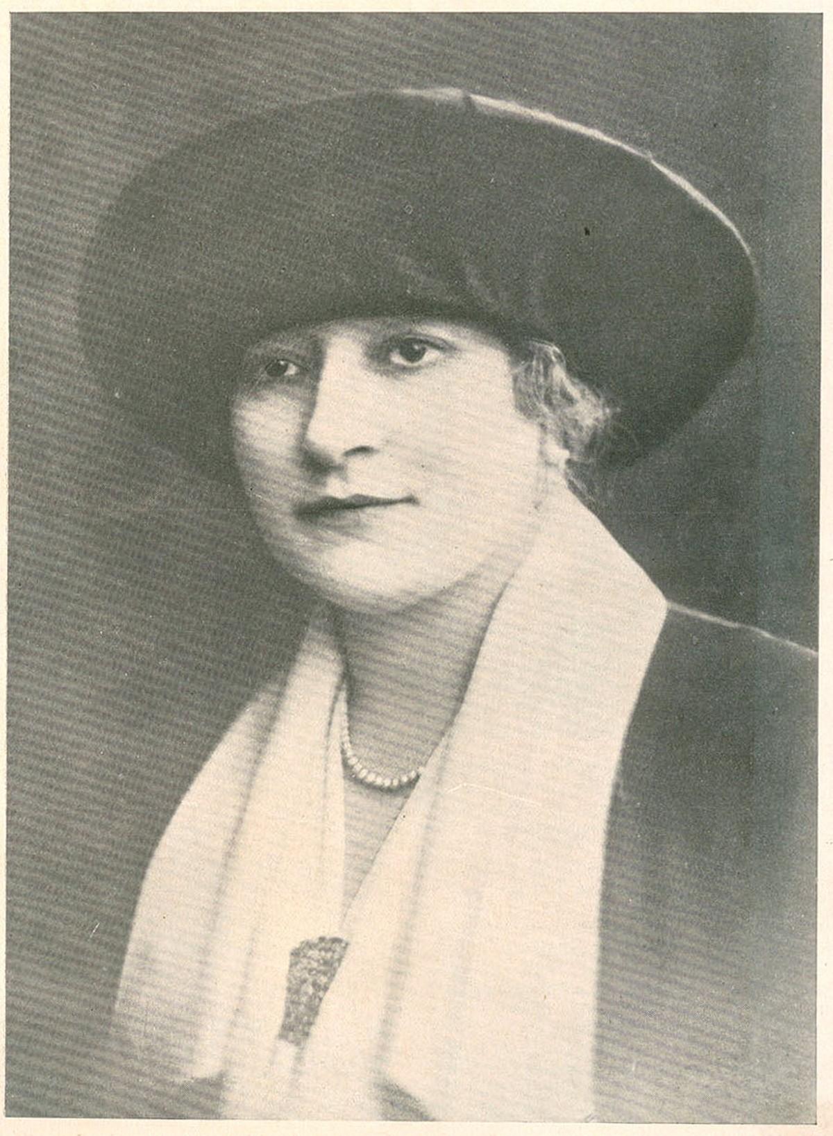 Retrato da actriz portuguesa Palmira Bastos, nome artístico de Maria da Conceição Martínez de Sousa Bastos.