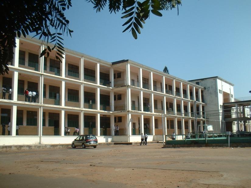Vista lateral da Escola Secundária Josina Machel, Maputo, Moçambique