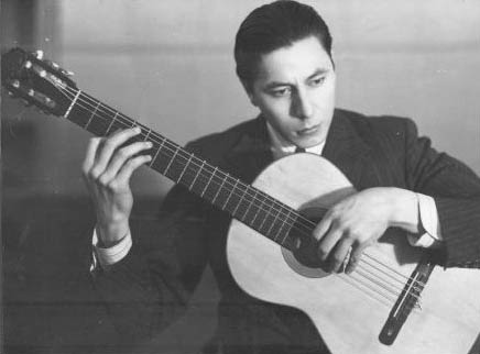 A young Atahualpa Yupanqui pictured for Sintonía magazine of Argentina.
