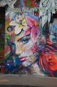 Graffiti mulher de expressão sensual